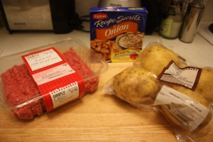 One packet of french onion soup mix (I used Lipton's) 600g beef mince 4 large maris piper potatoes Oil Salt, Pepper