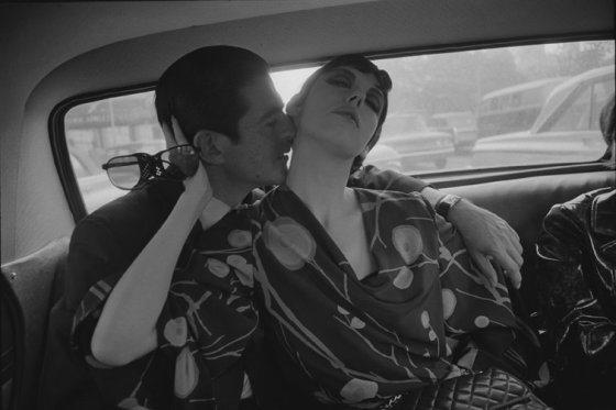 Dennis Hopper Irving Blum and Peggy Moffitt, 1964 Photograph, 16.69 x 24.92 cm The Hopper Art Trust © Dennis Hopper, courtesy The Hopper Art Trust. www.dennishopper.com