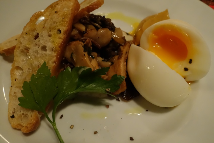 Old Tom and English: mushroom and egg with melba toast
